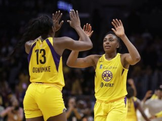 WNBA: Los Angeles zdolalo Connecticut